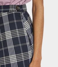 Mini Infinity Step Skirt Cream On Navy